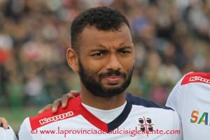Un brutto Cagliari è uscito sconfitto nettamente dal confronto con la Lazio. Mercoledì alla Sardegna Arena arriva il Genoa del cannoniere Piatek.