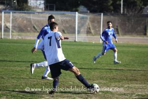 Il Carbonia vince la terza partita consecutiva e conserva il primato solitario in classifica con 9 punti in 3 partite, 7 reti segnate, nessuna subita.