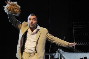 """Martedì sera si alza il sipario sull'""""Apocalisse"""" del Teatro dell'Archivolto all'Electra di Iglesias."""