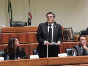 """L'intervento del presidente, Gianfranco Ganau, ha aperto, nell'Aula del parlamento regionale, i lavori del convegno """"partiti e democrazie in movimento""""."""