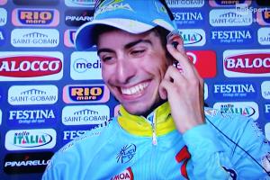 Fabio Aru è la nuova maglia rossa alla Vuelta di Spagna.