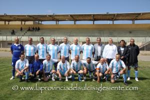 """La squadra della vecchie glorie del Sorso ha vinto, a Carbonia, il 1° Memorial """"Giorgio De Gradi""""."""