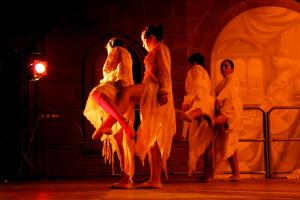 """Martedì 2 giugno la Compagnia Danza Estemporada è in scena al Teatro delle Saline per la rassegna """"1 € festival""""."""