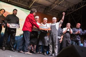 Lo chef giapponese Yoshinobu Kurio è il vincitore assoluto della gara gastronomica del Girotonno 2015.
