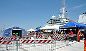 Sono quasi concluse le operazioni di assistenza e identificazione dei 456 migranti giunti questa mattina al porto canale di Cagliari.