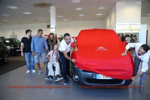 È stata consegnata ieri, a Gabriele Casula, l'auto acquistata con i fondi raccolti dalla Partita del Cuore.