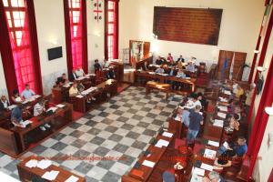 Si fa ogni giorno più duro, in Consiglio comunale, a Carbonia, lo scontro tra le due anime del Partito Democratico.