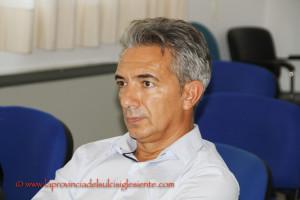 Antonello Pirosu è stato confermato per la terza volta sindaco di Villaperuccio, battuta di misura Maria Grazia Peis.