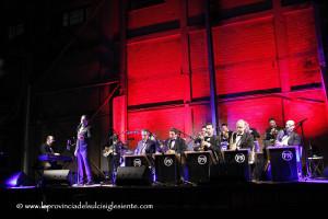 """Sabato sera, per le """"Notti a Monte Sirai"""", la Paolo Nonnis Big Band riproporrà i successi di Frank Sinatra."""