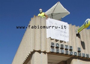 Cresce la protesta contro la chiusura dell'Ufficio Postale di Cortoghiana, da stamane occupato da un cittadino.