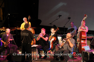 """Questa sera al XXX festival """"Ai confini tra Sardegna e Jazz"""", il quartetto di Evan Parker e la Nublu orchestra diretta da Kenny Wollesen."""
