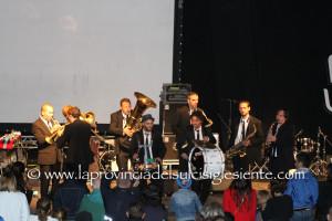 """Chiusa ieri la XXX edizione di """"Ai confini tra Sardegna e Jazz"""", questa sera la Bandakadabra dà l'arrivederci al Festival 2016."""