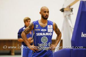 La Dinamo Banco di Sardegna batte la Juve Caserta, 87 a 75, sale al 5° posto e ipoteca i play off scudetto.
