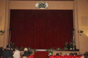 """Il prossimo 2 gennaio il Cineteatro Mutua di Carloforte ospiterà uno spettacolo musicale per beneficienza """"Aspettando Sanremo""""."""