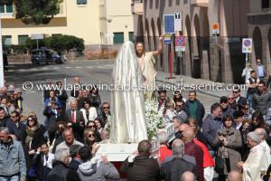 Si è svolto a Carbonia, intorno a mezzogiorno, in piazza Roma, l'ultimo rito della Settimana Santa, l'incontro tra il Cristo risorto e la Madonna.