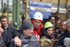 39 giorni dopo la discesa dal silos, riparte la mobilitazione dei lavoratori ex Alcoa, con una nuova trasferta a Roma per incontrare il Governo.