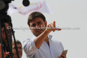 Alessandro Di Battista indica la strada ai candidati del Movimento 5 Stelle di Carbonia.