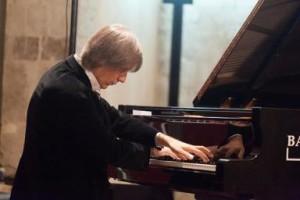 Venerdì e domenica la stella del pianoforte Arturo Stàlteri sarà a Cagliari per un doppio concerto.