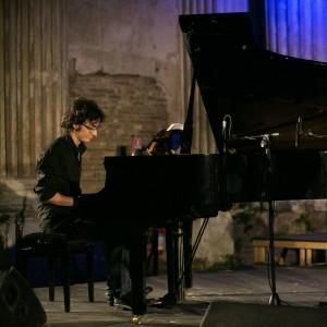 Con il piano solo di Manuel Magrini al Bflat, questa sera cala il sipario, a Cagliari, sulla 19ª edizione della rassegna Forma e Poesia nel Jazz.