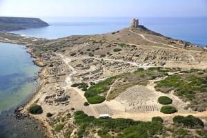 Il sito archeologico di Tharros diventa un polo di attrazione turistica con grandi eventi di spettacolo, attraverso un progetto dell'associazione Dromos e del comune di Cabras.