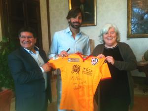Il portiere del Cagliari Marco Storari, protagonista della promozione in serie A, ha fatto visita stamane al rettorato di Cagliari.