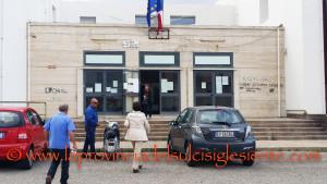 Per il referendum, il comune di Carbonia sposta tre sezioni elettorali dalla Scuola Media di via della Vittoria alla Scuola Elementare di via Mazzini.