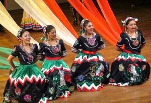 """Con l'esibizione dei gruppi provenienti da Cuba, Patagonia e Sardegna si chiude lunedì a Pula il 41° Festival """"Is Pariglias""""."""
