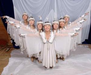 """Domenica 31 fa tappa ad Aritzo """"Is Pariglias"""", festival delle danze tradizionali: in scena gruppi provenienti da Cuba, Bolivia, Patagonia, Siberia e Sardegna."""