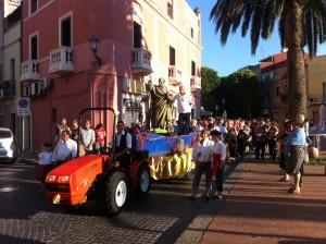 """A Sant'Antioco, il quartiere di """"Sa marina"""" in festa per San Pietro. La festa del patrono dei pescatori celebrata anche a Calasetta."""