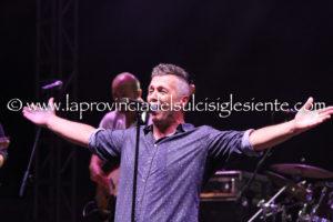 Paolo Belli, dal Narcao Blues al Carloforte Summer Festival, dopo 18 anni l'energia sul palco è rimasta la stessa.