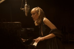Oggi a Neoneli, al Festival Dromos, è di scena la cantante e pianista australiana Sarah McKenzie.