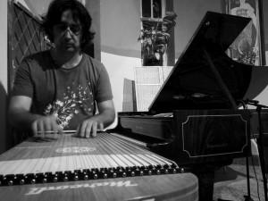 """Venerdì alle 20.30 nel Palazzo Siotto di Cagliari appuntamento con """"Cross-Over"""", concerto di Simone Sassu."""