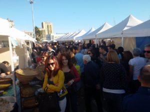 """Il porto di Cagliari invaso da cittadini e turisti. A InvitaS 2016, aspettando """"Is Animeddas"""" è già boom."""