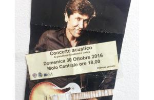 Il semplice manifestino con il quale Gianni Morandi ha annunciato il suo concerto sul suo profilo facebook.