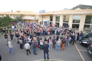 Il Consiglio comunale di Carbonia si è riunito all'ospedale Sirai di Carbonia per dire no al trasferimento del reparto di ostetricia e ginecologia al CTO di Iglesias.