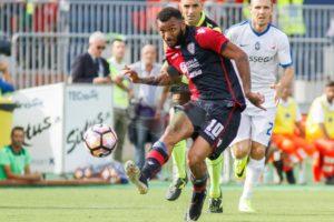 """Il Cagliari ha travolto al Sant'Elia il Chievo con un """"roboante"""" 4 a 0 (primo tempo 3 a 0) e lo ha agganciato in classifica al 12° posto."""