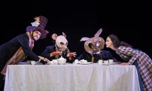 """Da domenica 25 a venerdì 30 dicembre, al Teatro delle Saline, a Cagliari, l'Akròama presenta """"Alice nel paese delle meraviglie""""."""