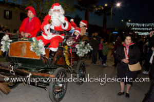 Dopo il successo dell'anno scorso a Carbonia, l'associazione Primavera Sulcitana porterà Babbo Natale per la Grande Parata anche a Cagliari.