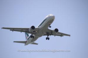 La commissione Trasporti ha approvato con integrazioni l'Atto di indirizzo strategico in materia di trasporto aereo in Sardegna.