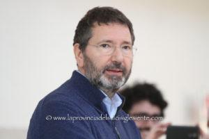 """Grande successo anche a Carbonia per l'ex sindaco di Roma Ignazio Marino con il suo libro """"Un marziano a Roma""""."""