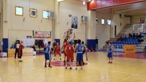 """Ancora una sconfitta in trasferta per la Sulcispes (54 a 66), ad Alghero, nella """"Poule A"""" della D di basket."""
