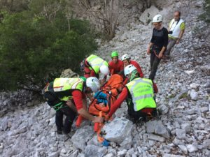 Il CNSAS (Corpo Nazionale Soccorso Alpino e Speleologico) ha compiuto due interventi per il recupero di infortunati a Baunei e Domusnovas.
