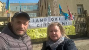 Daniela Marras, presidente della IV commissione del comune di Carbonia, ha fatto visita ai lavoratori Aias al presidio di Cortoghiana.