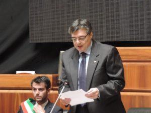 Il Consiglio regionale della Sardegna ha ricordato, a 26 anni di distanza, la tragedia della Moby Prince in cui morirono 141 persone.