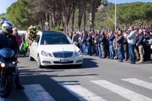 Carbonia ha dato l'estremo saluto a Mauro Frongia, il giovane morto mercoledì sera in un tragico incidente stradale.