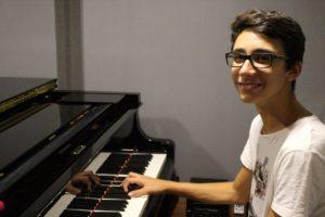 Il talentuoso quindicenne Mattia Casu inaugura domani il VII Festival pianistico del Conservatorio di Cagliari.