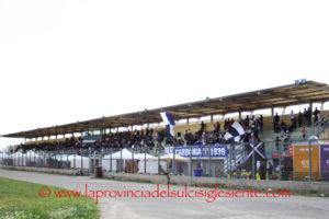 Si è concluso con una fumata bianca l'incontro tra il comune di Carbonia e il Carbonia calcio, lo stadio è nuovamente agibile e domani la prima squadra inizierà la preparazione.