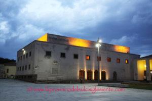 """In attesa della stagione di prosa 2019, la Cedac il 1° dicembre proporrà al Teatro Centrale di Carbonia """"I fuorilegge di Versailles"""", scritto e diretto da Paolo Rossi."""