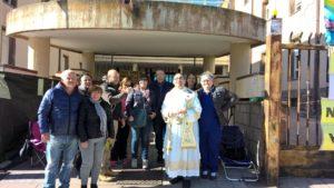 Stamane 5 sindaci e 2 vice sindaci hanno visitato il presidio dei lavoratori Aias a Cortoghiana, nel pomeriggio la benedizione pasquale del parroco.
