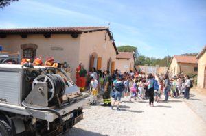 """Si è svolta oggi un'esercitazione antincendio con i bambini delle scuole di La Maddalena per celebrare la """"Giornata europea dei Parchi""""."""